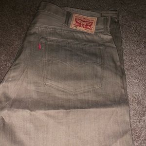 MENS LEVI JEANS SIZE 40x32 tan color perfect